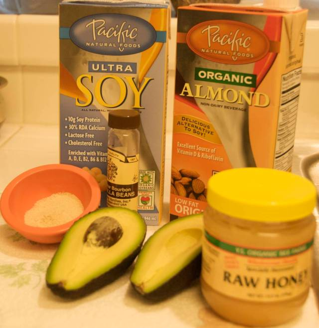 Avocado milkshake - ingredients